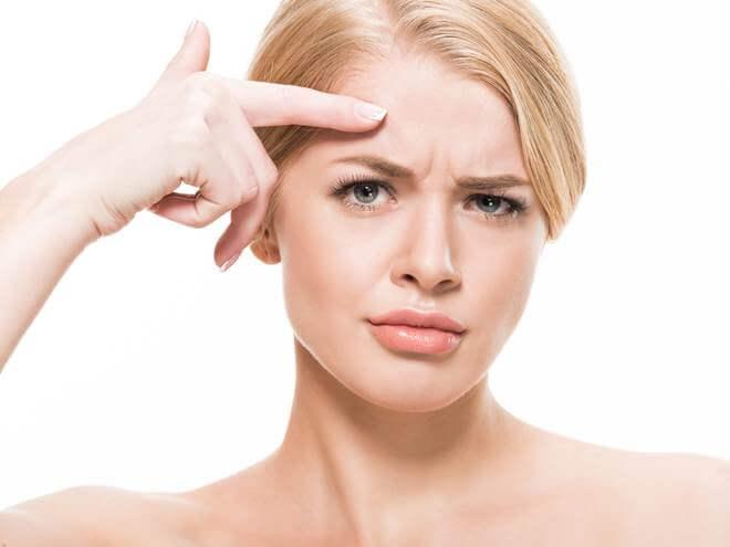 como evitar as rugas na testa