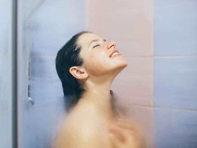 banho quente pele no inverno